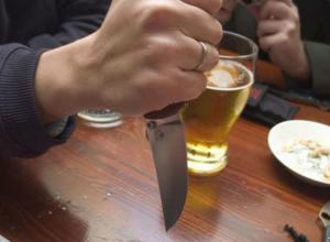 Мужчина до смерти разрезал бедра оскорбившей его женщины в квартире Ростова