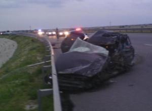 В Ростовской области лоб в лоб столкнулись «Лада Приора» и микроавтобус «Мерседес»: 2 погибли. Видео