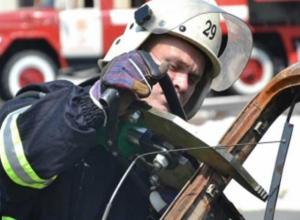 Молодую женщину «вмяло» в иномарку после жуткого ДТП на трассе Ростовской области
