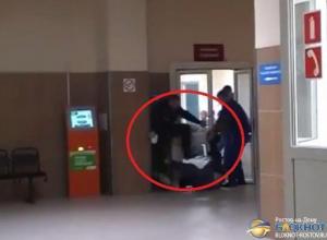 В БСМП Ростова охранники жестоко избили доставленного на освидетельствование пациента. Видео