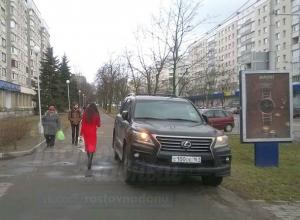 Автохам на внедорожнике из Ростова на тротуаре в Минске возмутил соцсети