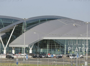 В аэропорту «Платов» срочно эвакуировали пассажиров и задержали три рейса под Ростовом
