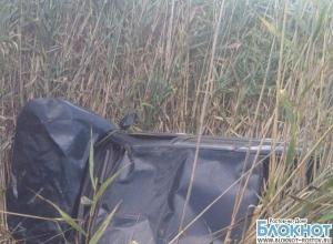 В Ростовской области «десятка» упала в оросительный канал