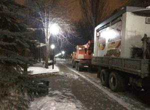 Ларьки на Пушкинской в Ростове погрузили в машины и увезли