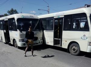 Игравшие в догонялки водители маршруток создали грандиозную пробку в Ростове