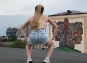 Жаркие танцы озорной блондинки на крыше рассмешили ростовчан и попали на видео