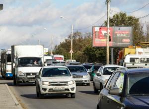 Из-за легкого ДТП умерло движение на улице Вавилова в Ростове