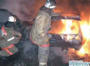 В Новочеркасске ночью подожгли иномарку и микроавтобус, в Таганроге – овощной ларек