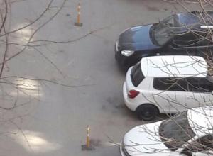 Жители многоэтажки в Ростове захватили общий двор для своих автомобилей