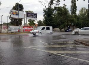 Мощная коммунальная река грозит затопить ипподром в центре Ростова