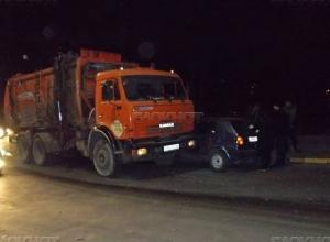 ДТП с мусоровозом в Новочеркасске попало на видео