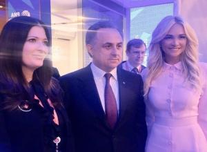 Сексапильную блондинку Лопыреву подозревают в романе с 59-летним Виталием Мутко