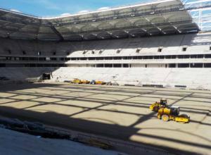 Футбольное поле «Ростов-Арены» начинают засеивать травой по новой технологии