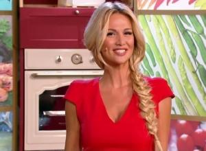 Ростовчанка Виктория Лопырева стала ведущей кулинарного шоу «Футбольная кухня». Видео