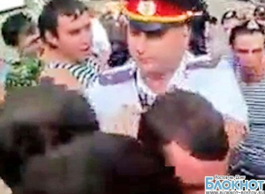 В сети появилось видео перепалки ростовских полицейских и моряков в День ВМФ