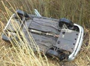 Потеряв управление над легковушкой, автоледи перевернулась в кювет и погибла в Ростовской области