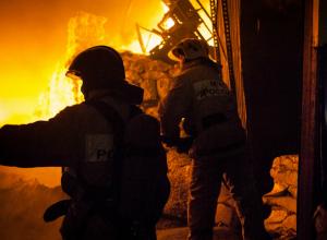 Страшный пожар в частном доме унес жизни трех человек в хуторе Ростовской области