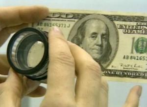 Безбашенный житель Ростова-на-Дону наивно пришел в банк обменять фальшивые доллары