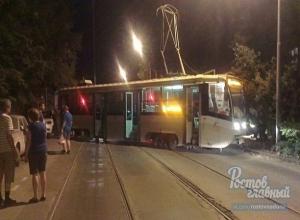 Под ехавшим по маршруту трамваем развалились рельсы в Ростове