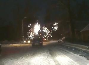 Яркое ДТП с фонтаном из искр произошло в Ростовской области