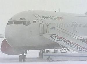 В аэропорту Ростова из-за ледяного дождя задержанo более 10 рейсов
