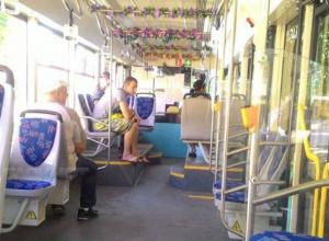 Уютный «цветочный» трамвай с женщиной-водителем порадовал жителей Ростова