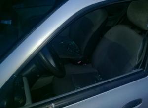 Агрессивный автохам попытался «пришибить» дверью оскорбившего его водителя на кольце Ростова