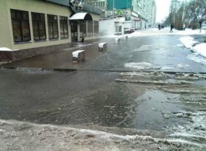 В Ростове на Северном из-за порыва водопровода затопило несколько улиц. Фото