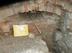 Вандалы разрушили памятник на Парамоновских складах Ростова