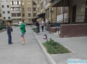 В Таганроге полуторагодовалая девочка выпала из окна шестого этажа
