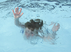 Маленькая 9-летняя пловчиха умерла в оздоровительном бассейне Ростовской области