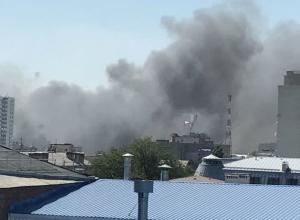 В центре Ростова полыхает гигантский пожар
