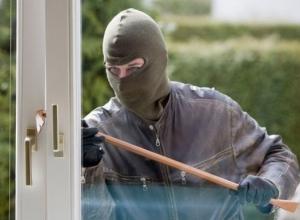 Серию похищений оружия и драгоценностей из домов Ростовской области совершил рецидивист