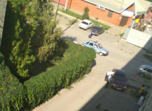 Бдительные соседи грубо пресекли попытку пьяного мужчины сесть за руль в Ростовской области