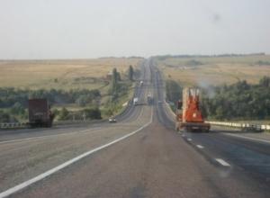 На трассе М-4 в Ростовской области неизвестный водитель насмерть сбил женщину и скрылся