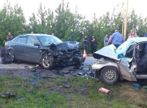 В Азовском районе столкнулись «ВАЗ-2110» и «Ауди»: 3 погибли, 3 пострадали