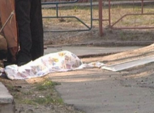В Ростове 38-летняя женщина разбилась насмерть, выпав с 8-го этажа
