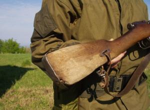 Прикладом ружья избил двух мужчин и приехавших к ним на выручку полицейских житель Ростовской области