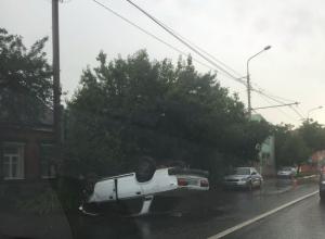 Пьяный водитель мастерским переворотом машины на крышу удивил жителей Ростова