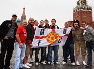 Фанаты «красных дьяволов» с флагом показали себя Ростову на Красной площади