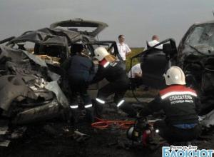 В Ростовской области пассажирская маршрутка столкнулась с внедорожником: погибли пять человек