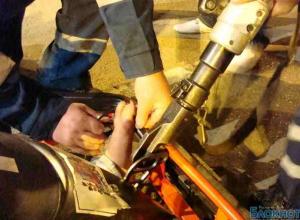 В Ростове спасатели вызволили девушку из спорткара