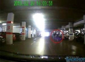 По разбойному нападению на стоянке ТЦ «Горизонт» возбуждено дело, преступников ищут по видеосъемке