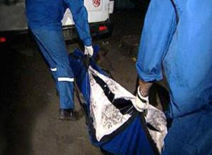 Женщина упала на землю и умерла на глазах у своей дочери на автовокзале Ростова