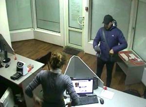 Угрожая убийством, мужчина заставил женщину из ростовской фирмы отдать выручку