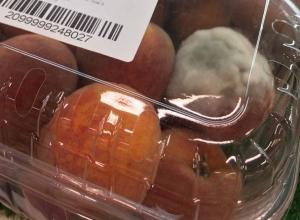 Импортные персики и перец с плесенью ужаснули жителя Ростова в гипермаркете