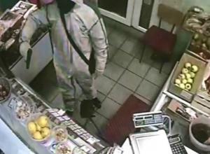 Трусливый рецидивист с газовым пистолетом попытался ограбить продуктовый магазин в Ростовской области