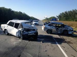 В Ростовской области в ДТП погибла 18-летняя пассажирка ВАЗа, за рулем которого был судебный пристав