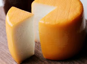 Опасные антибиотики нашли в нескольких сортах сыра в Ростове