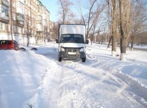 В Ростовской области водитель «ГАЗели», сдавая назад, насмерть сбил пенсионерку